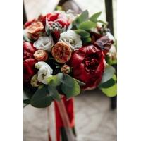Букет невесты в красном стиле