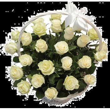25 Белых Роз в Корзинке